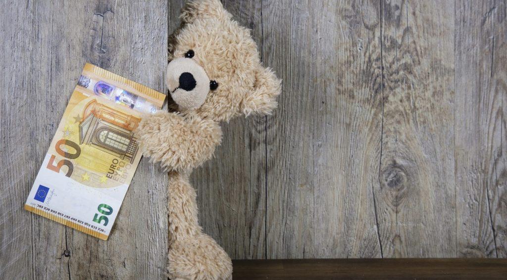 Gra w karty na pieniądze przez internet. Legalne czy nie?